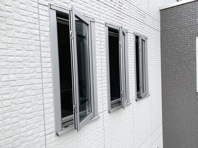 通風がいい 縦すべり出し窓